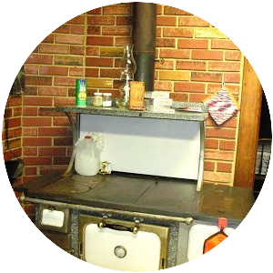 There are many things I would not want to do that the pioneers had to do, but using a wood cook stove is ONE thing I love using for my Best hot cocoa recipe EVER!